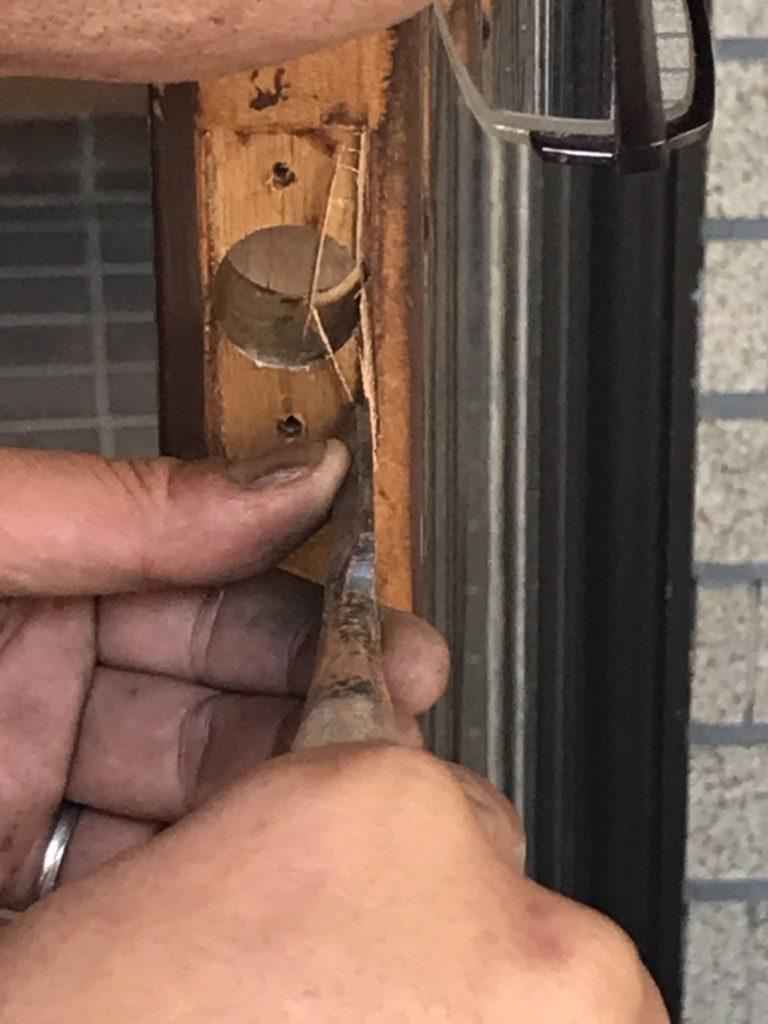 宇都宮市で玄関の鍵調整中