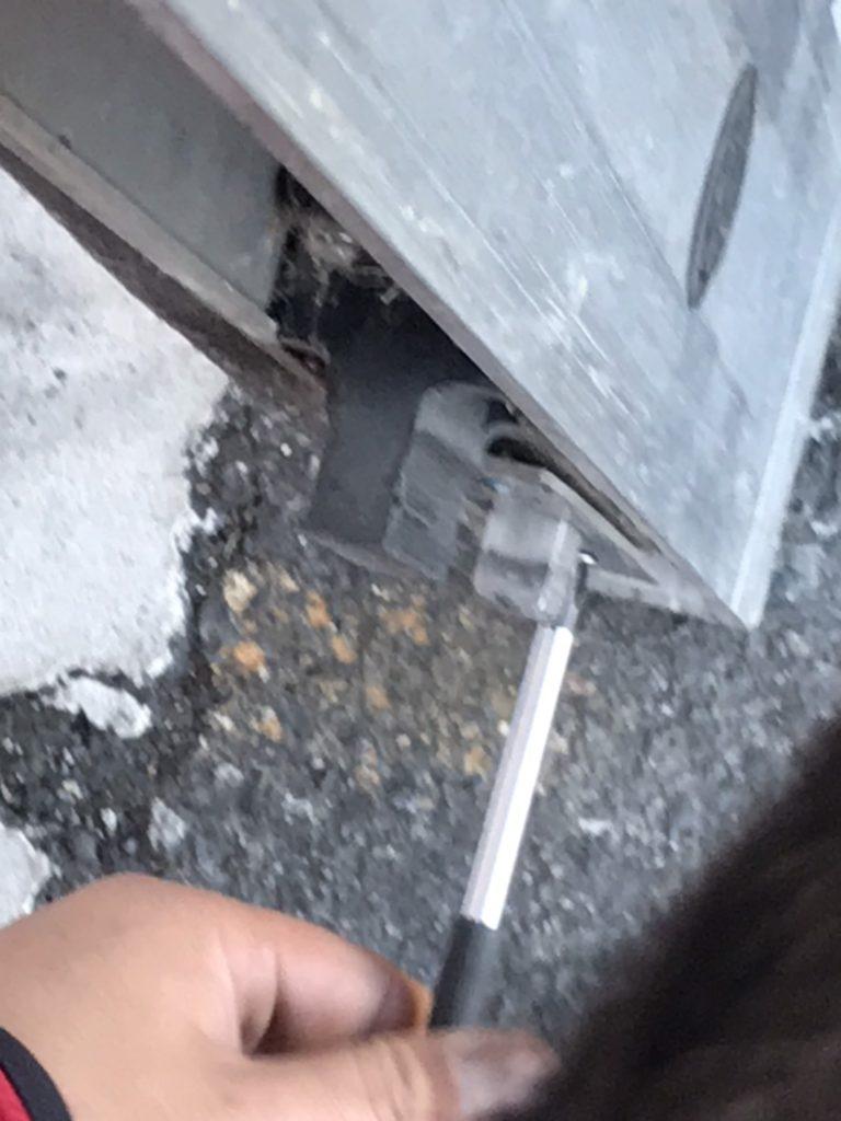 宇都宮市で店舗の自動ドアの鍵が閉まらない_調整中